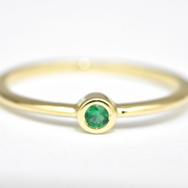 Dainty Emerald Gold Ring nature shiny