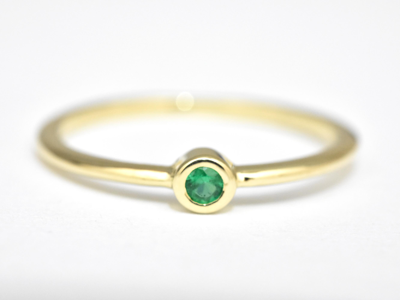 Dainty Emerald Gold Ring - nature shiny